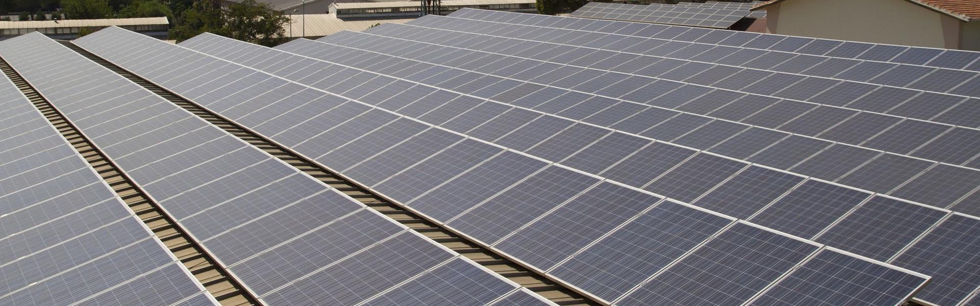 Sie verfügen über ein größeres Dach und wollen eine Photovoltaikanlage darauf bauen?